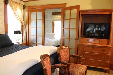 Queen Room & One Twin Bed