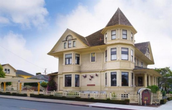 Pacific Grove Inn - Exterior View