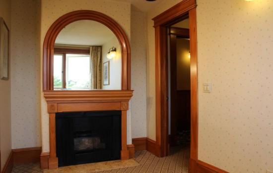 Pacific Grove Inn - Mirror
