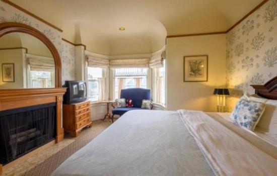Pacific Grove Inn - Comfortable Bedroom