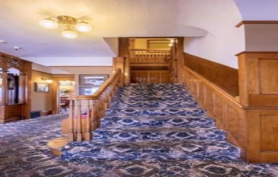 Pacific Grove Inn - Beautiful Staircases