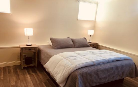 Pacific Grove Inn - Queen Bed