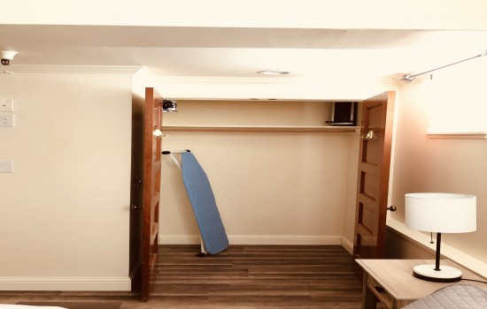 Pacific Grove Inn - Ironing board